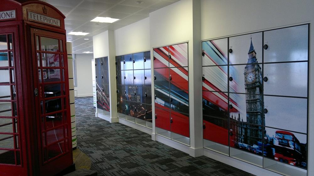Foto op lockers - gebruik van kleuren in je bedrijf